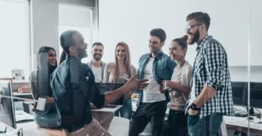 échanges professionnels entre collaborateurs